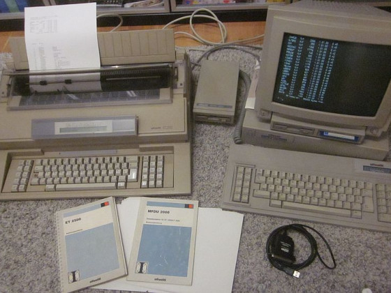 Olivetti ET 2500 mit MFDU 2000 Diskettenlaufwerk, Olivetti M200 Personalcomputer